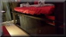 Übernachten im Käfig- Fetish Hostel